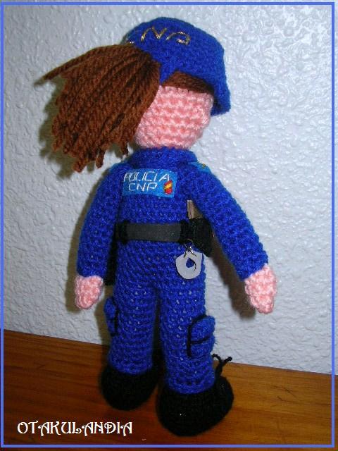 policia chica amigurumi-otakulandia.es