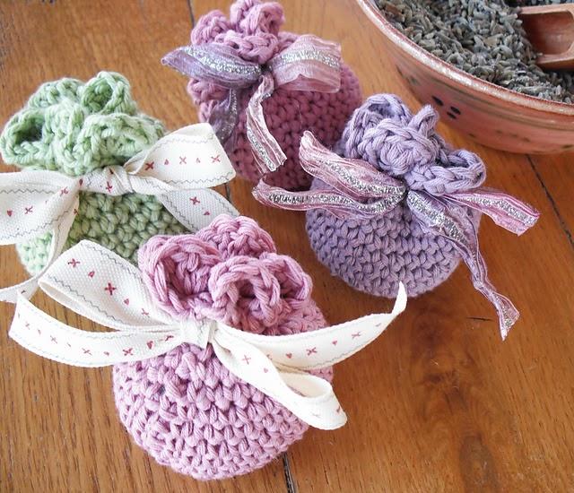 boda recuerdos-souvenirs-bolsa bombones-peladillas-crochet-otakulandia.es (8)
