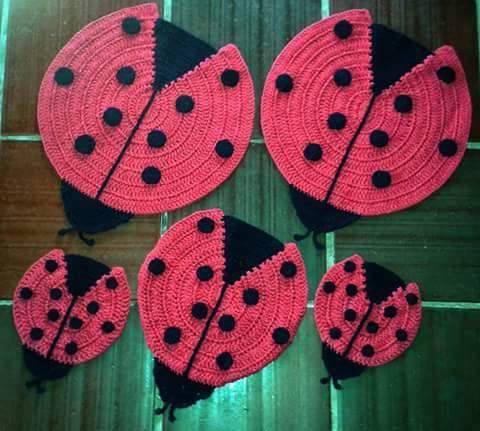 alfombra crochet-pompon-otakulandia.es (16)