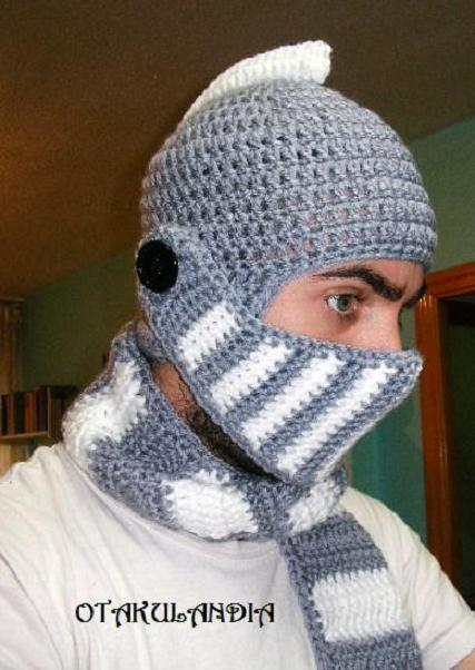 casco medieval crochet-gris y blanco-otakulandia.es