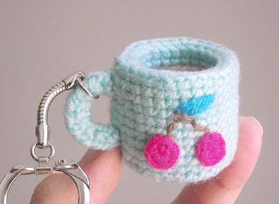 tiny-amigurumi-cup-free-crochet-pattern-petits-pixels